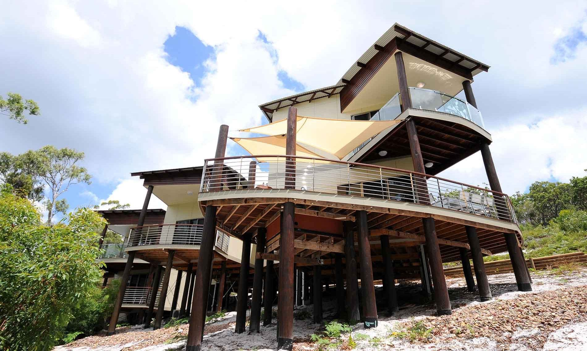 Kingfisher home style - large custom-built house Hervey Bay